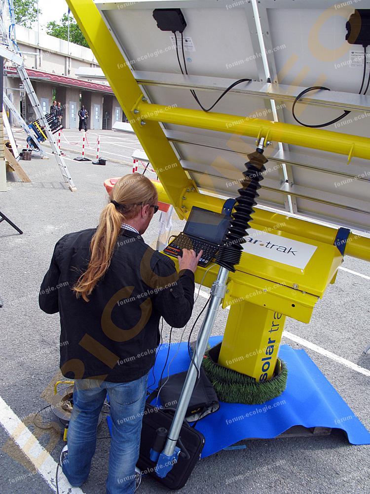 panneaux solaire branchement informatique